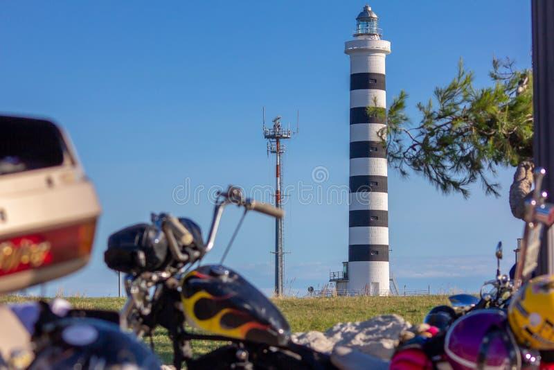 Le phare de Piave Vecchia est situé à la bouche du Sile, a appelé, avec précision, le port de Piave Vecchia, dans le municipa images libres de droits