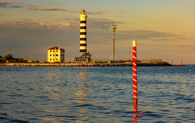 Le phare de Piave Vecchia est situé à la bouche du Sile, connue sous le nom de port de donc sur l'Adriatique, sur le Ba photos stock