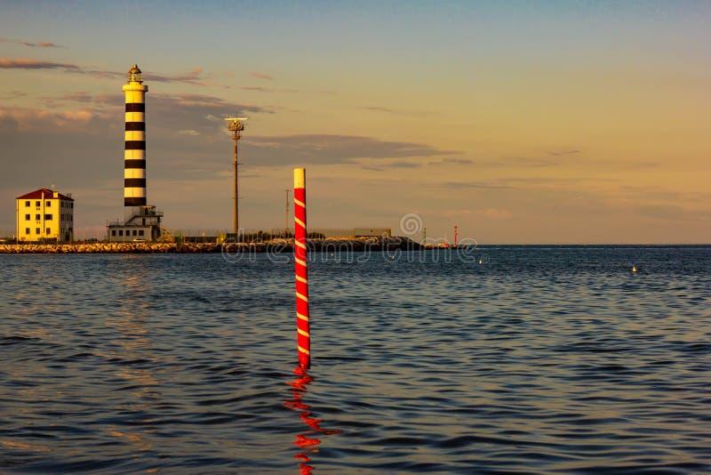 Le phare de Piave Vecchia est situé à la bouche du Sile, connue sous le nom de port de donc sur l'Adriatique, sur le Ba photo stock