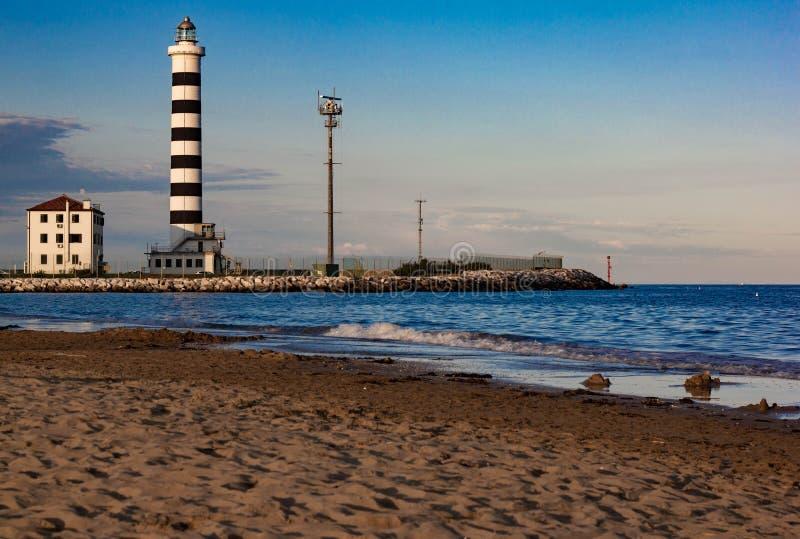 Le phare de Piave Vecchia est situé à la bouche du Sile, connue sous le nom de port de donc sur l'Adriatique, sur le Ba image libre de droits