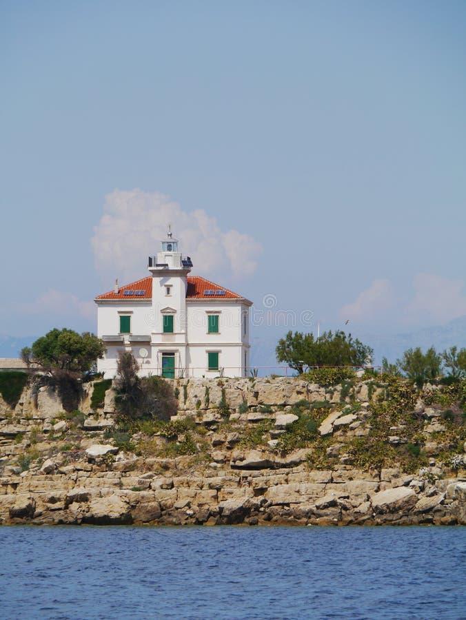 Le phare de Plocica en Mer Adriatique de la Croatie photographie stock