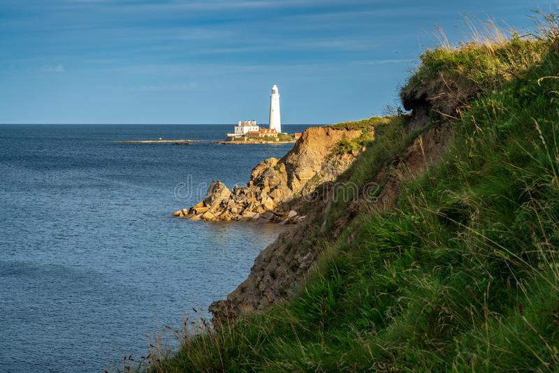 Le phare de St Mary, Angleterre, R-U photographie stock libre de droits