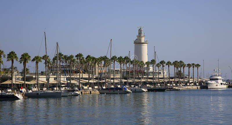 Le phare sur la jetée du port de Malaga, Espagne photos libres de droits