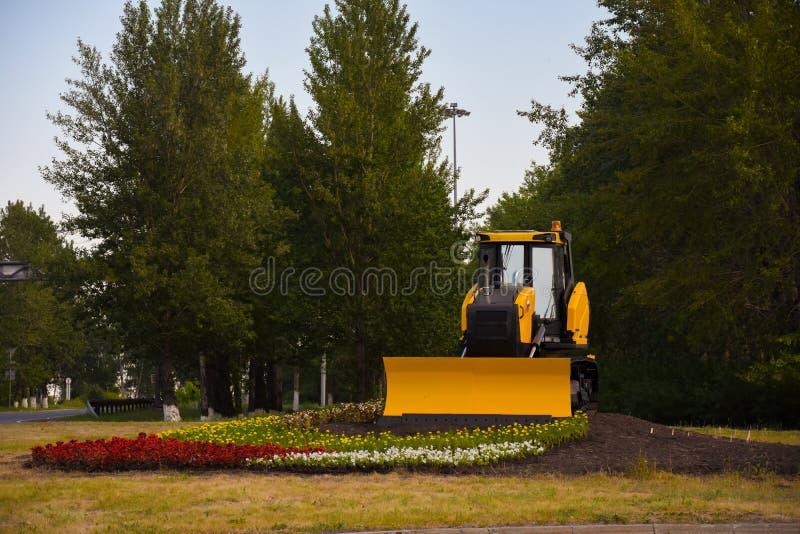 Le piédestal est tracteur Caterpillar-dépisté photographie stock libre de droits