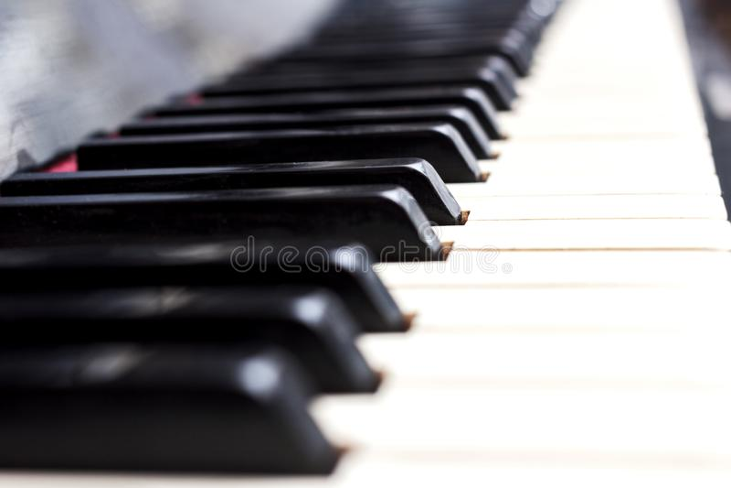 Le piano introduit noir et blanc photo stock