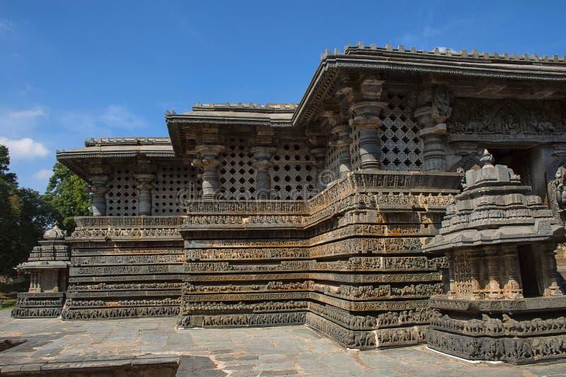 Le piccole torri allo Shantaleswara shrine, tempio di Hoysaleshvara, Halebid fotografia stock libera da diritti