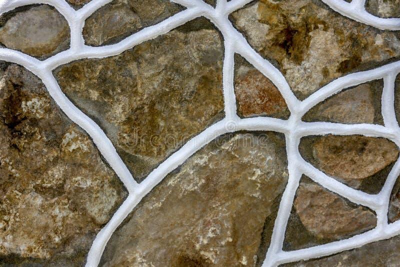 Le pietre decorate con colore bianco immagini stock