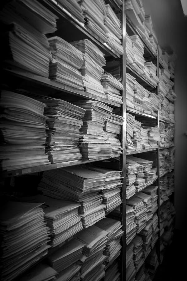 Le pile dell'archivio sono immagazzinate in un archivio immagini stock