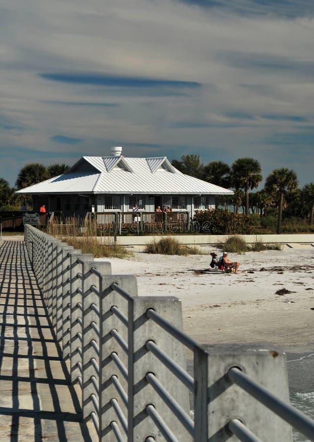 Le pilier à la plage de Desoto de fort, la Floride