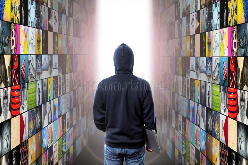 Le pirate informatique écrit la réalité virtuelle image libre de droits