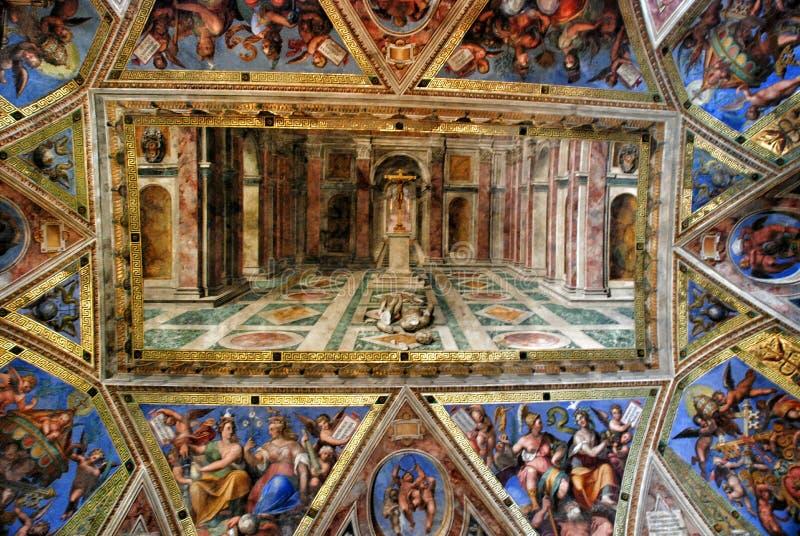 Le plafond dans une des salles de Raphael dans le musée de Vatican photographie stock libre de droits