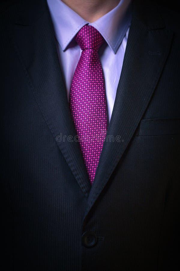 Le plan rapproché a tiré de l'homme d'affaires sur un costume photographie stock