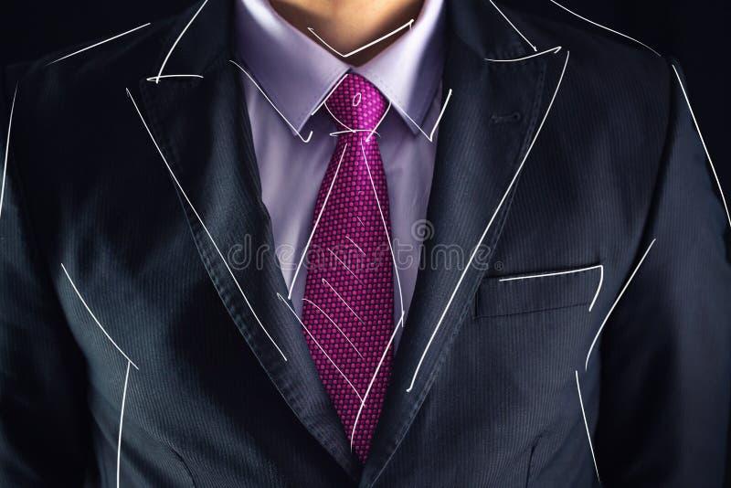 Le plan rapproché a tiré de l'homme d'affaires sur un croquis de costume et de dessin photographie stock