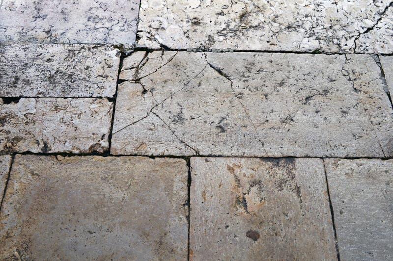 Le plancher de la cour est présenté avec une pierre rectangulaire photo stock