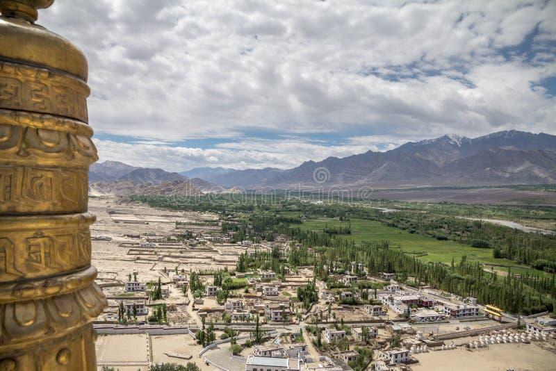 Le plancher fertile du zone inondable d'Indus de rivière diffère du surroundi image stock