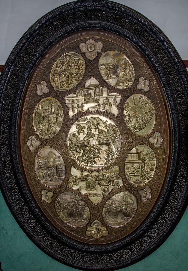 Le plat en laiton montre à Ramayan l'épopée image stock