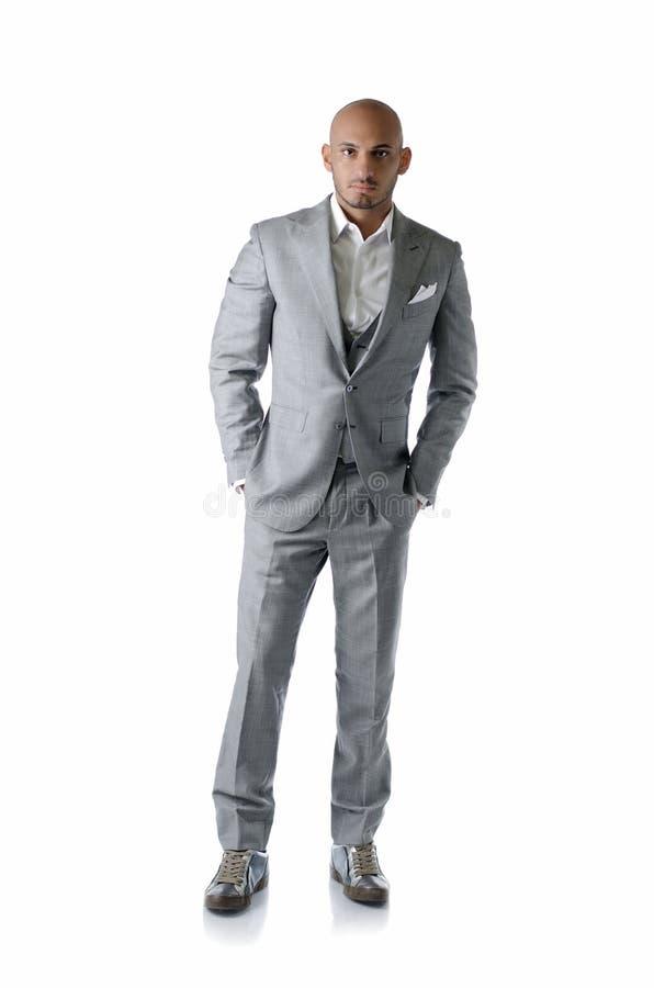 Le plein corps a tiré du jeune homme élégant dans le costume, d'isolement photo stock