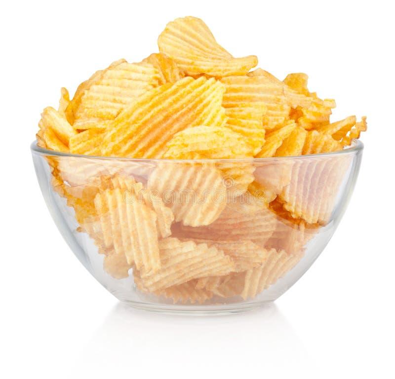 Le pli a coupé des pommes chips dans la cuvette d'isolement sur le fond blanc photos stock