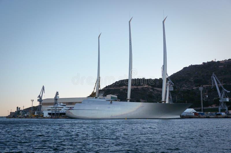 Le plus grand yacht de navigation dans le monde photo libre de droits