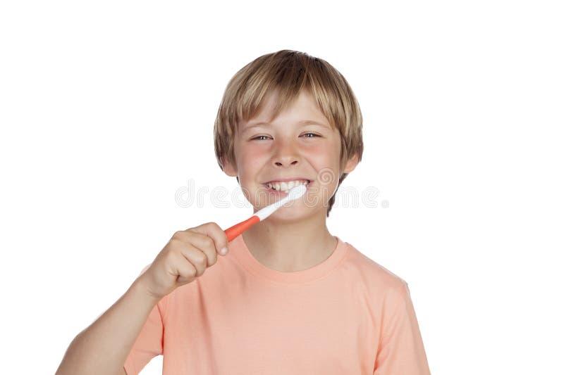 Le pojken som borstar hans tänder fotografering för bildbyråer