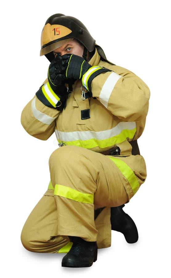 Le pompier couvre son visage image libre de droits