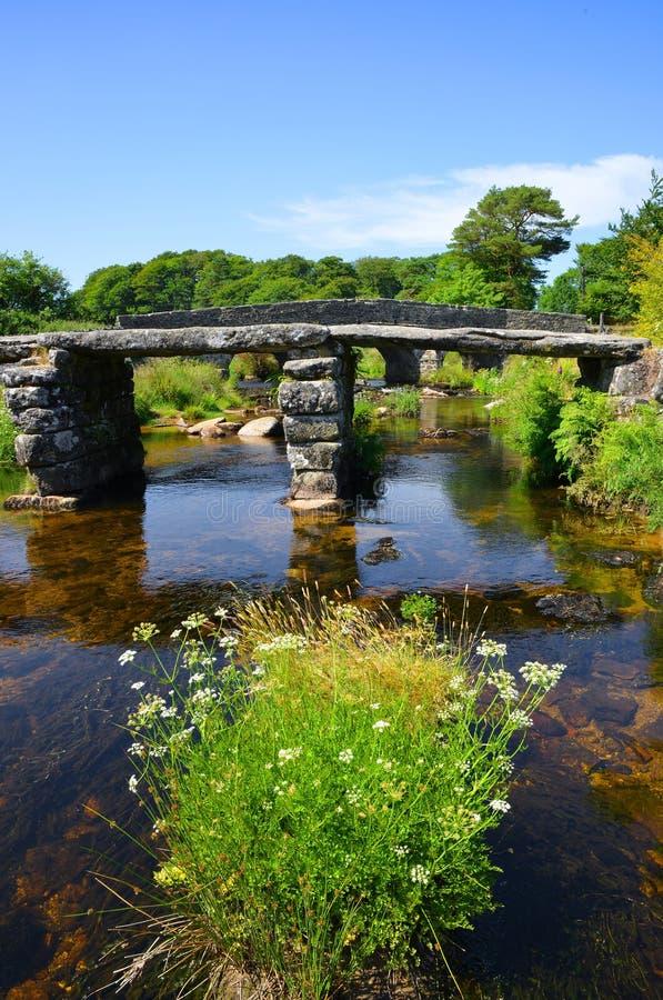 Le pont antique en clapet photo stock