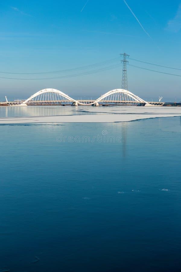Le pont bancal de conception à IJburg photo libre de droits