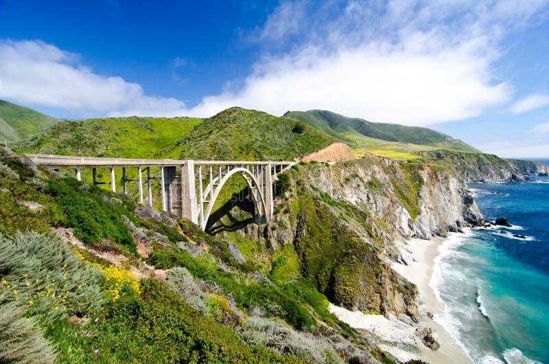 Le pont célèbre de Bixby sur l'itinéraire 1 d'état de la Californie photo libre de droits