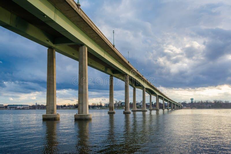 Le pont d'Acad?mie Navale au-dessus de Severn River, ? Annapolis, le Maryland photographie stock libre de droits