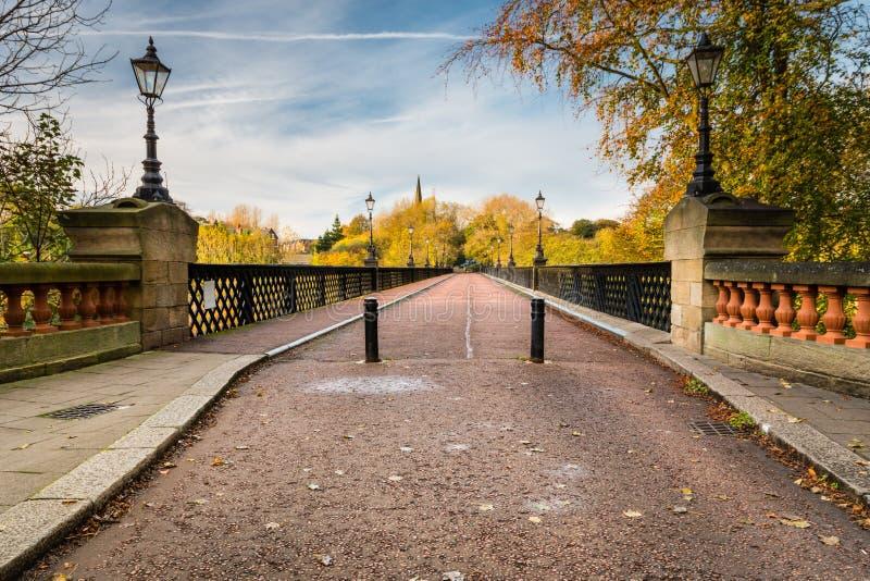 Le pont d'Armstrong enjambe Jesmond Dene image libre de droits