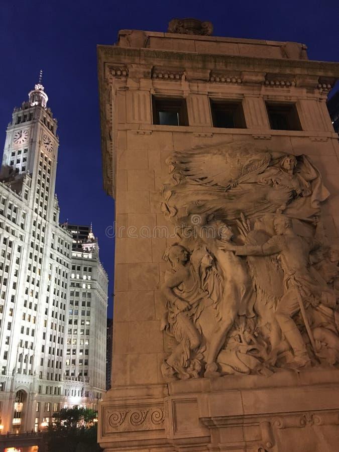Le pont d'avenue du Michigan et le b?timent de Wrigley, Chicago image libre de droits