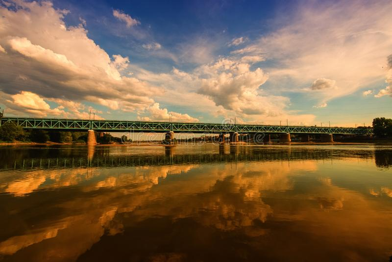 Le pont de Danzig sur le fleuve Vistule à Varsovie image libre de droits