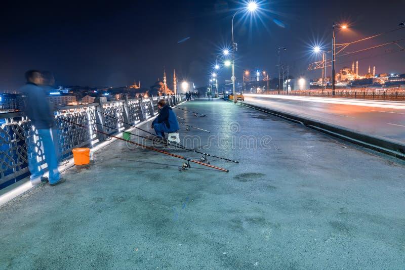 Le pont de Galata la nuit photos libres de droits