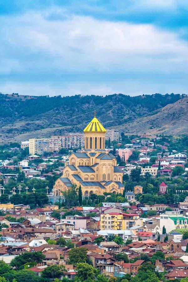 Le pont de la paix au-dessus de la rivière Kura à Tbilisi image libre de droits