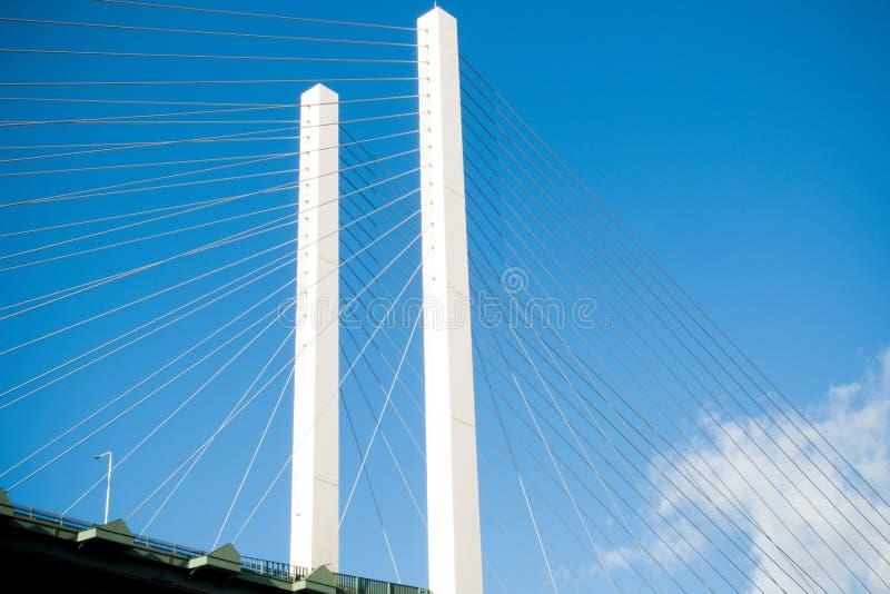 Le pont de la Reine Elizabeth II à travers la Tamise à Dartford photographie stock