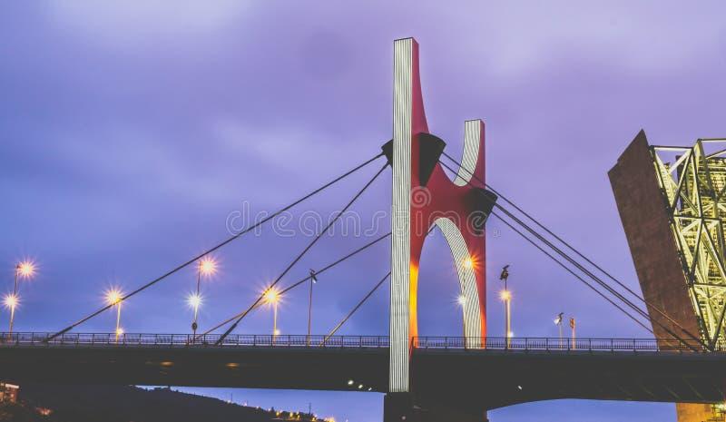 Le pont de Punta de la Salve est situé à Bilbao images libres de droits