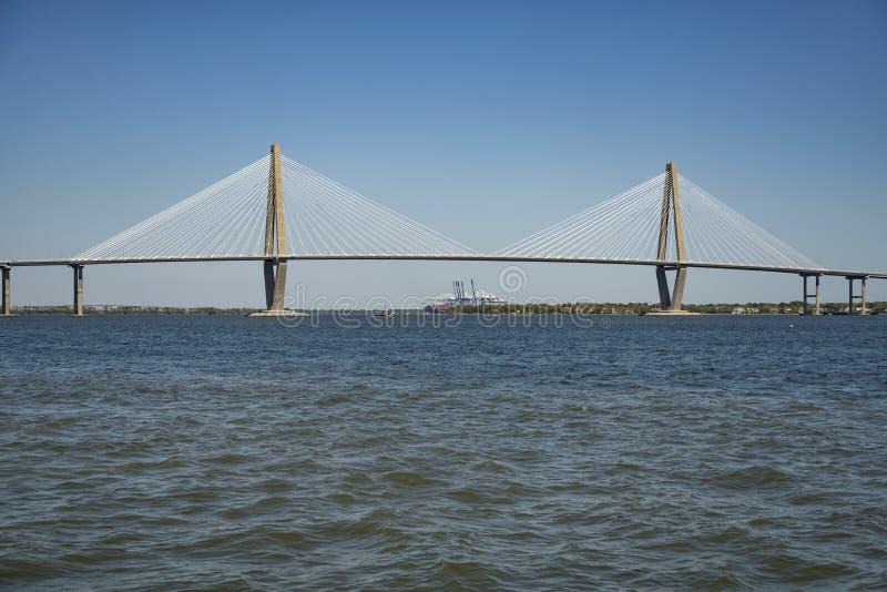 Le pont de Ravenel, comme vu de l'eau Charleston, Sc photos stock