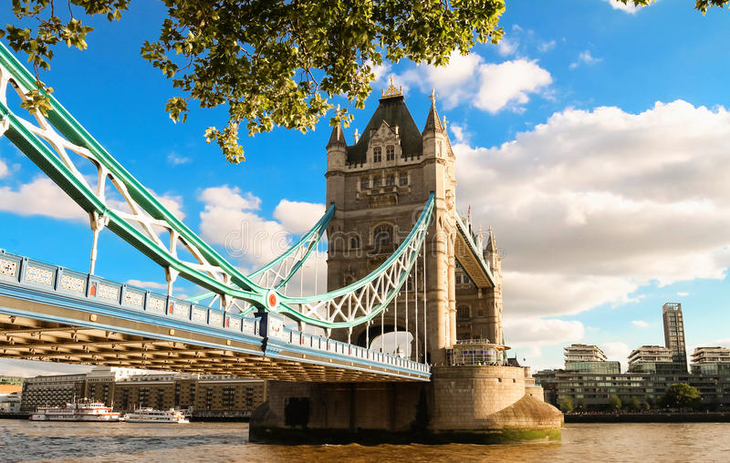 Le pont de tour à Londres dans un beau jour d'été, Angleterre, Royaume-Uni image stock