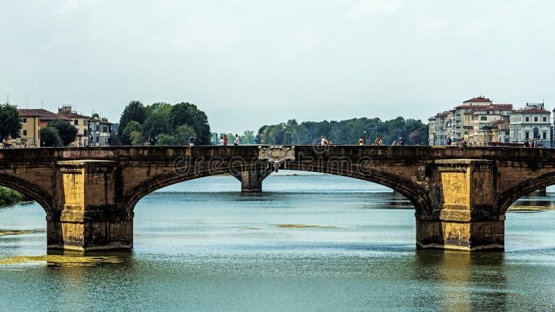 Le pont de trinité sainte de Ponte Santa Trìnita photographie stock