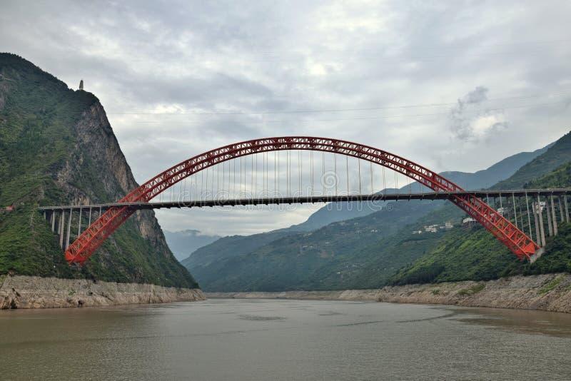 Le pont de Wushan le fleuve Yangtze dans le Three Gorges de Chongqing en Chine photo libre de droits