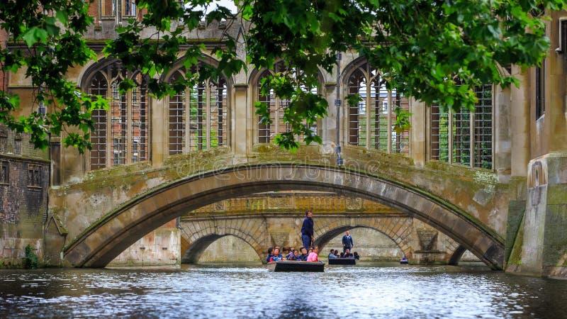 Le pont des soupirs à l'Université de Cambridge photographie stock libre de droits