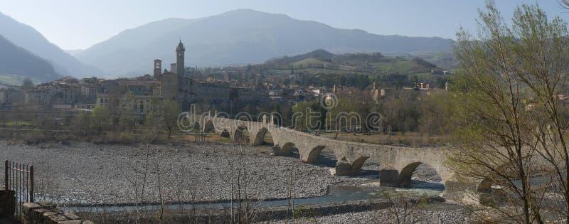 Le pont du diable dans Bobbio images stock