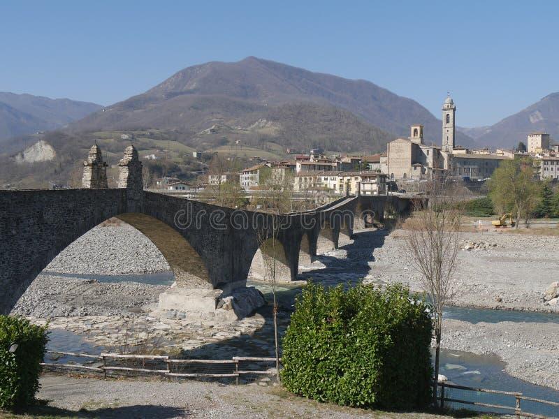Le pont du diable dans Bobbio image stock