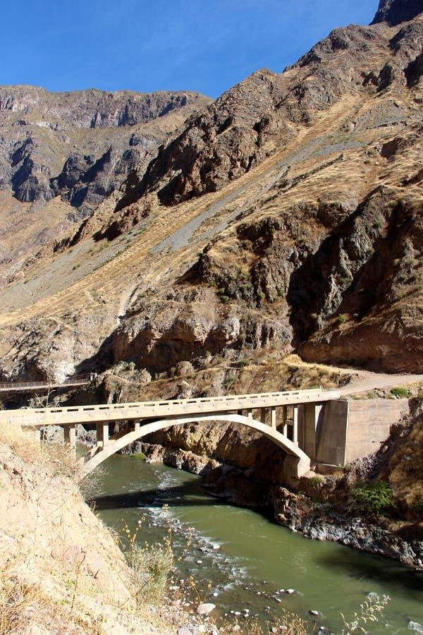 le pont en canyon de Colca photo stock