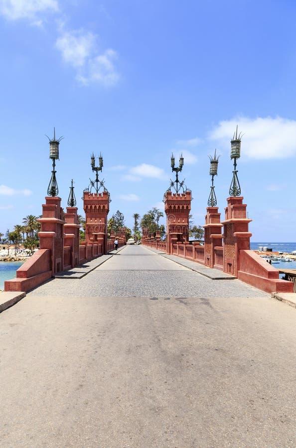 Le pont en parc royal de palais d'EL Montazah à l'Alexandrie, Egypte photo stock