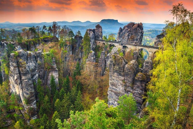 Le pont en pierre célèbre a appelé Bastei en Allemagne, Saxon Suisse, l'Europe photo libre de droits