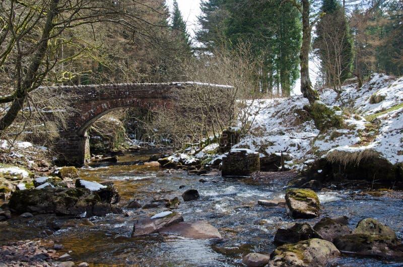 Le pont en pierre dans le Brecon balise, le Pays de Galles photo libre de droits