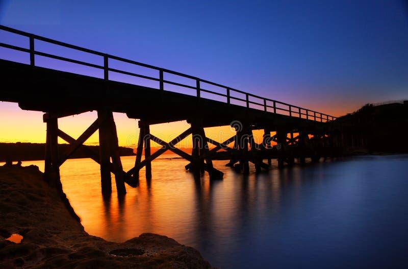 Le pont en pilier pour découvrir l'île photo libre de droits