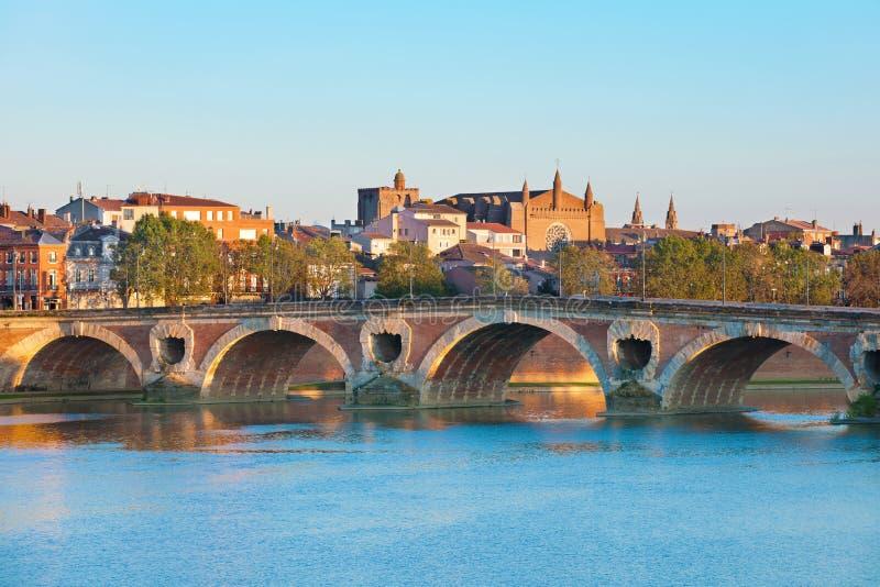 Le Pont Neuf à Toulouse en été photos libres de droits