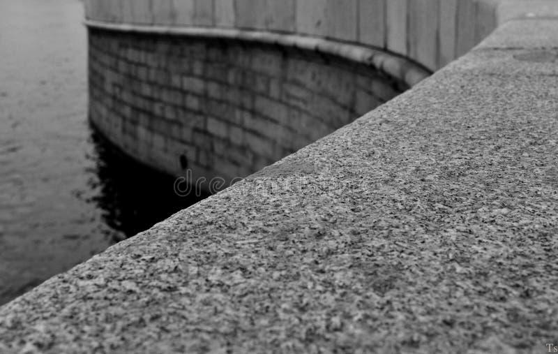 Le pont sur le Neva photos stock